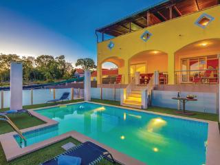 6 bedroom Villa in Krk, Kvarner, Croatia : ref 2087938 - Dobrinj vacation rentals