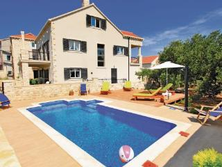 6 bedroom Villa in Korcula, South Dalmatia, Croatia : ref 2088824 - Lumbarda vacation rentals
