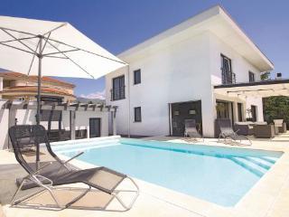 5 bedroom Villa in Crikvenica, Kvarner, Croatia : ref 2088892 - Crikvenica vacation rentals