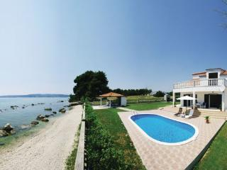 4 bedroom Villa in Trogir, Central Dalmatia, Croatia : ref 2089074 - Kastel Stafilic vacation rentals