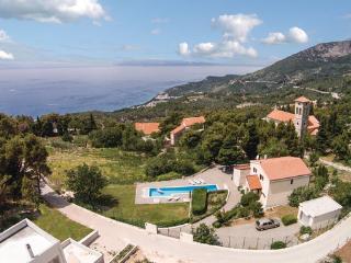 5 bedroom Villa in Makarska, Central Dalmatia, Croatia : ref 2089046 - Tucepi vacation rentals
