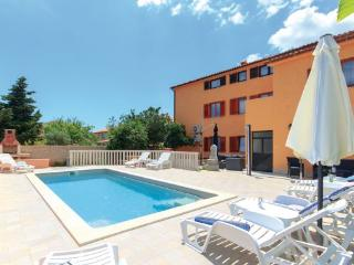 11 bedroom Villa in Pula, Istria, Croatia : ref 2095433 - Vinkuran vacation rentals