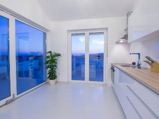 Bright 2 bedroom Vodice Penthouse with Internet Access - Vodice vacation rentals