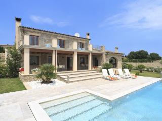 5 bedroom Villa in Eu Madrava, Pollensa, Mallorca : ref 2132494 - Pollenca vacation rentals