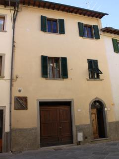 Nice House with Long Term Rentals Allowed and Parking - Castel San Niccolo vacation rentals