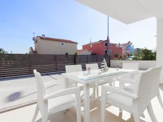 Apartment in villa with pool, Vodice - Vodice vacation rentals