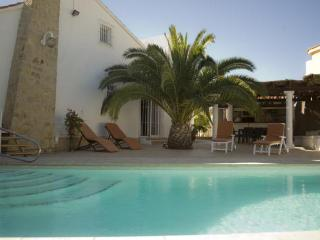 4 bedroom Villa with Internet Access in L'Alfas del Pi - L'Alfas del Pi vacation rentals