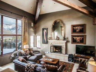 LUXURY 3 Story Vail Home! Easy Access to Vail and LionsHead~ Outdoor Hot Tub~ Epic Mountain Views!! - Vail vacation rentals