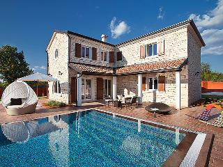 4 bedroom Villa in Pula Vodnjan, Istria, Croatia : ref 2217523 - Cabrunici vacation rentals