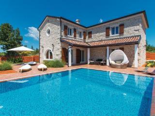 4 bedroom Villa in Vodnjan-Cabrunici, Vodnjan, Croatia : ref 2219845 - Cabrunici vacation rentals