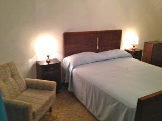 Bright 2 bedroom Vacation Rental in Monterotondo Marittimo - Monterotondo Marittimo vacation rentals