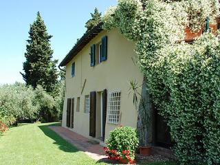 3 bedroom Villa in Lucca, Lucca Area, Tuscany, Italy : ref 2230327 - Lucca vacation rentals