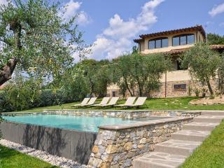 6 bedroom Villa in Poggibonsi, Chianti, Tuscany, Italy : ref 2230401 - Poggibonsi vacation rentals