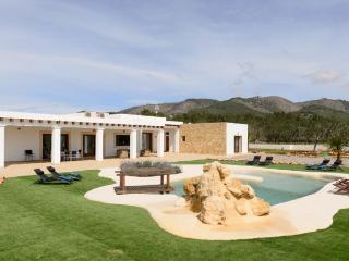 4 bedroom Villa in Sant Joan De Labritja, Ibiza, Ibiza : ref 2232900 - Sant Joan de Labritja vacation rentals