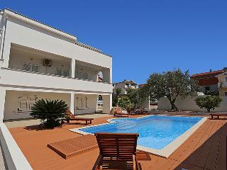 6 bedroom Villa in Zadar, North Dalmatia, Croatia : ref 2235469 - Diklo vacation rentals