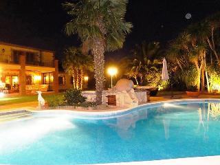 4 bedroom Villa in Perelada, Costa Brava, Spain : ref 2235912 - Peralada vacation rentals