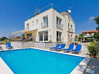 6 bedroom Villa in Porec, Istria, Croatia : ref 2237012 - Mali Maj vacation rentals