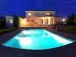4 bedroom Villa in Perelada, Costa Brava, Spain : ref 2242298 - Peralada vacation rentals
