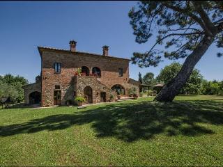 6 bedroom Villa in Torrita di Siena, Toscana, Italy : ref 2244541 - Torrita di Siena vacation rentals