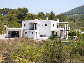 4 bedroom Villa in Ibiza Town, Baleares, Ibiza : ref 2247472 - Velverde vacation rentals