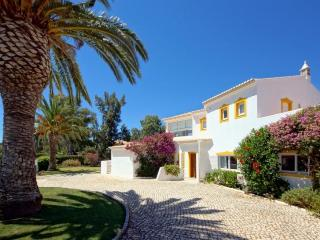 4 bedroom Villa in Alvor, Algarve, Portugal : ref 2249179 - Figueira vacation rentals