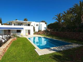 4 bedroom Villa in Carvoeiro, Algarve, Portugal : ref 2249196 - Carvoeiro vacation rentals