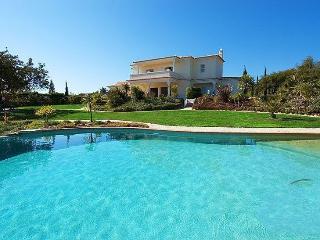 3 bedroom Villa in Carvoeiro, Algarve, Portugal : ref 2249198 - Carvoeiro vacation rentals