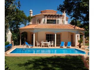 4 bedroom Villa in Carvoeiro, Algarve, Portugal : ref 2249208 - Estombar vacation rentals
