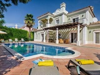4 bedroom Villa in Quinta do Lago, Algarve, Portugal : ref 2249238 - Vale do Garrao vacation rentals