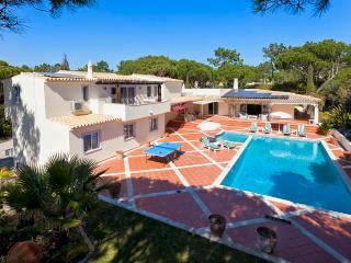 5 bedroom Villa in Quinta do Lago, Algarve, Portugal : ref 2249253 - Vale do Garrao vacation rentals