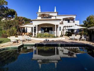 4 bedroom Villa in Quinta Do Lago, Algarve, Portugal : ref 2249257 - Vale do Garrao vacation rentals