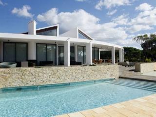 6 bedroom Villa in Vilamoura, Algarve, Portugal : ref 2249277 - Vilamoura vacation rentals