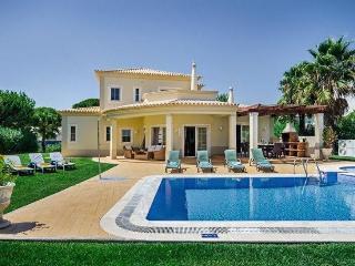 4 bedroom Villa in Vilamoura, Algarve, Portugal : ref 2249281 - Vilamoura vacation rentals