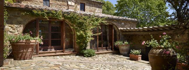 5 bedroom Villa in Chianciano Terme, Siena, Italy : ref 2259034 - Image 1 - Chianciano Terme - rentals