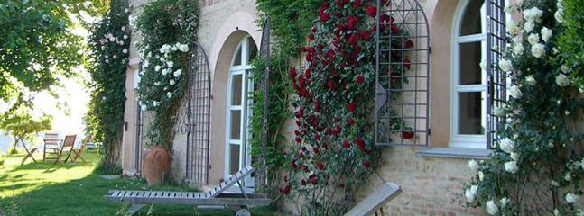 4 bedroom Villa in Montopoli, Pisa, Italy : ref 2259043 - Image 1 - Montopoli in Val d'Arno - rentals