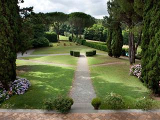 Nice 6 bedroom Monte San Quirico Villa with Internet Access - Monte San Quirico vacation rentals