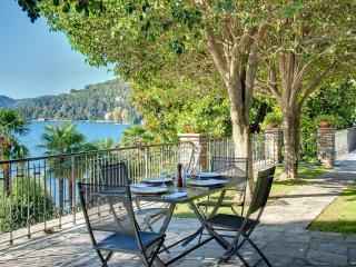 6 bedroom Villa in Moltrasio, Lake Como, Italy : ref 2259077 - Como vacation rentals
