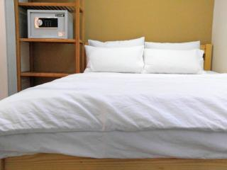 1 min MTR, clean & convinencent(1 bedroom) - Hong Kong vacation rentals