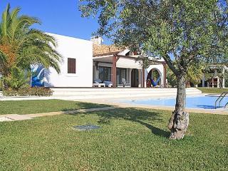 3 bedroom Villa in Sesimbra, Lisbon Area, Portugal : ref 2265941 - Aldeia do Meco vacation rentals