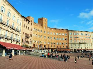 2 bedroom Apartment in Siena, Tuscany, Italy : ref 2266001 - Siena vacation rentals