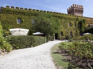 10 bedroom Villa in Campiglia Marittima, Tuscany, Italy : ref 2266012 - Venturina vacation rentals