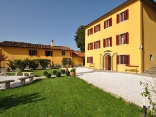 5 bedroom Villa in Massa E Cozzile, Tuscany, Italy : ref 2266015 - Massa e Cozzile vacation rentals