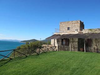 Spacious 5 bedroom Talamone Villa with Internet Access - Talamone vacation rentals