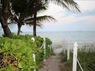 Beautiful Lauderdale By The Sea 1/1.5 Condo Across the Street from Beach - Lauderdale by the Sea vacation rentals