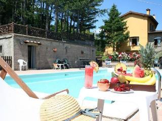9 bedroom Villa in Anghiari, Tuscany, Italy : ref 2266266 - Chiaveretto vacation rentals