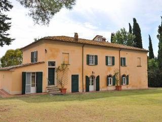 9 bedroom Villa in Marciano Della Chiana, Tuscany, Italy : ref 2268179 - Marciano Della Chiana vacation rentals