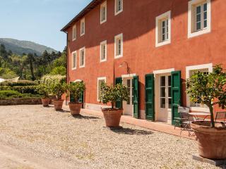6 bedroom Villa in Capannori, Tuscany, Italy : ref 2269529 - Capannori vacation rentals