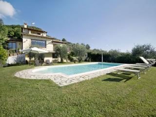 5 bedroom Villa in Camaiore, Tuscany, Italy : ref 2269708 - Camaiore vacation rentals