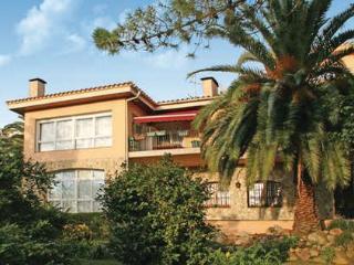 7 bedroom Villa in Lloret de Mar, Costa Brava, Spain : ref 2280914 - Lloret de Mar vacation rentals