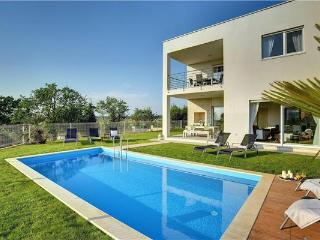 4 bedroom Villa in Novigrad, Istria, Croatia : ref 2282682 - Tar-Vabriga vacation rentals